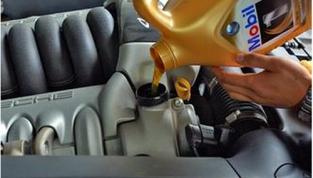 几种常见的错误养车法 机油不宜加得过多